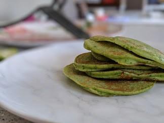 Green Spinach and Banana Pancakes