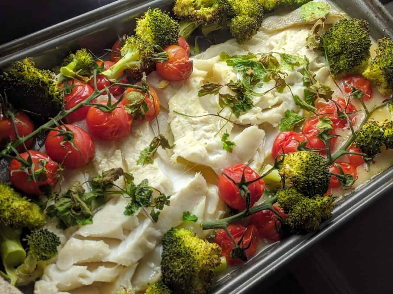 Baked Cod with Broccoli and Tomatoes